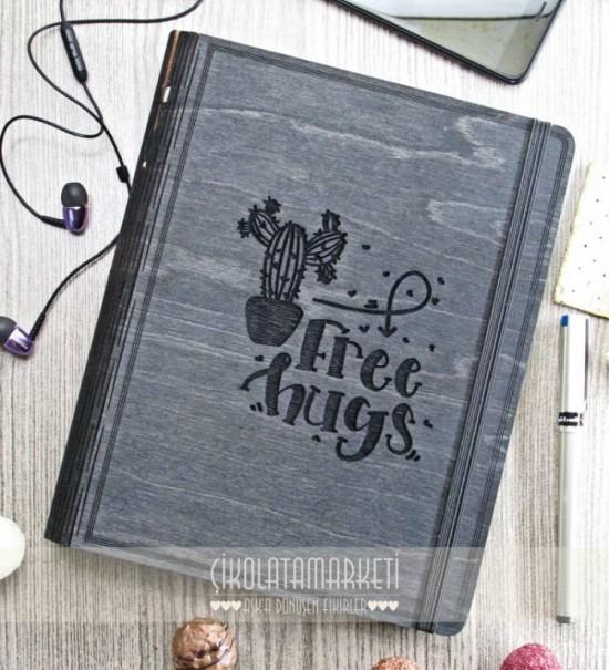 Free Hugs Figürlü Ahşap Kapaklı Özel Üretim Şık Defter