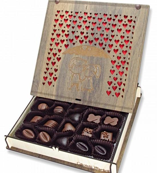Aşk Yağmuru ... Ahşap Kutulu Sevgiliye Hediyelik Kalpli Çikolata