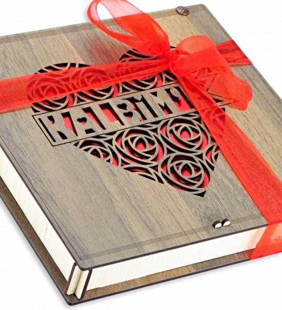 Güllerden Yapılmış Kalp İçerisinde Kalbim'e Yazılı Ahşap Kutulu Sevgiliye Hediye Çikolata