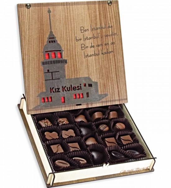 Ben İstanbul'da bir İstanbul'u Sevdim, Bir de Seni En Az İstanbul Kadar... Ahşap Kutulu Hediyelik Çikolata