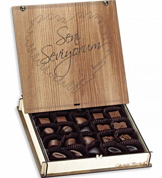 Seni Seviyorum Yazılı Kalpli Sevgiliye Hediye Ahşap Kutulu Çikolata