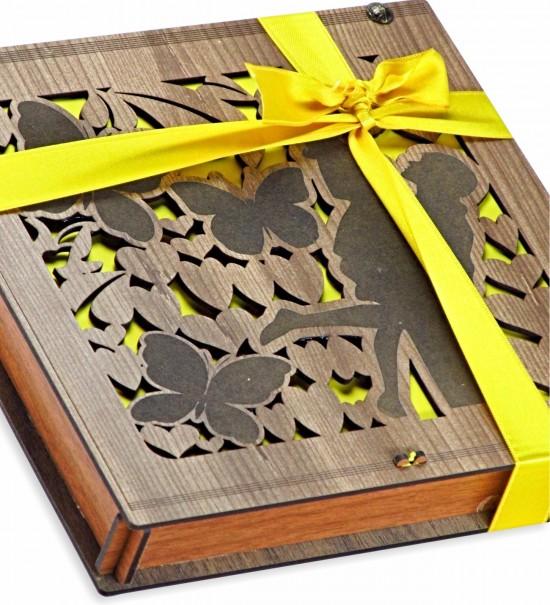 Kavuşan Sevgililer... Ahşap Kutulu Hediyelik Çikolata