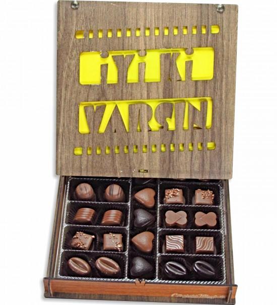 İyi ki Varsın Yazılı Film Şeridi Desenli Ahşap Kutulu Hediyelik Çikolata