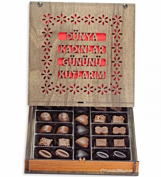Dünya Kadınlar Gününü Kutlarım... Ahşap Kutulu Hediyelik Çikolata