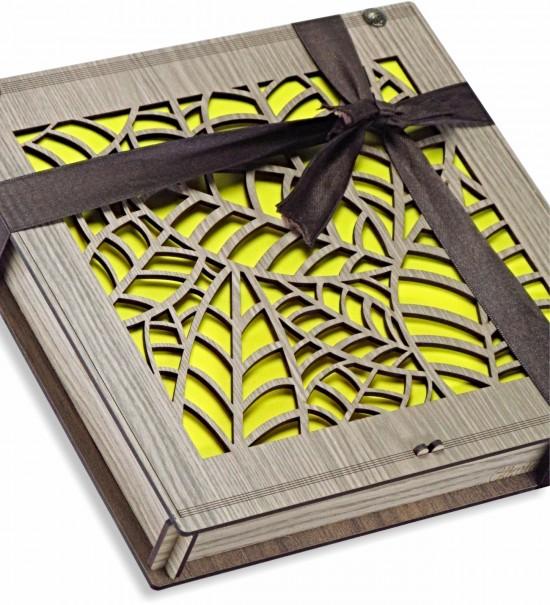 Yaprak Motifli Ahşap Kutulu Hediyelik Çikolata