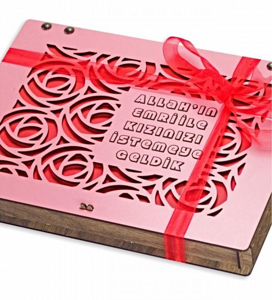 Allah'ın Emri İle Kızınızı İstemeye Geldik Yazılı Gül Figürlü Pembe Renkte Ahşap Kız İsteme Çikolatası