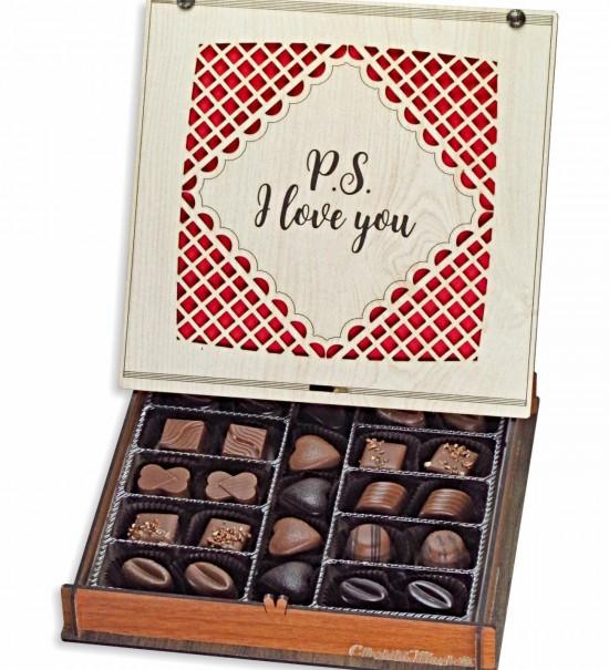 P.S. I Love You Yazılı Ahşap Kutulu Sevgiliye Hediye Çikolata