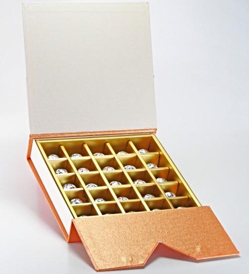 Hediyelik Kalpli Kutuda Ülker Ece Bütün Fındıklı Çikolata