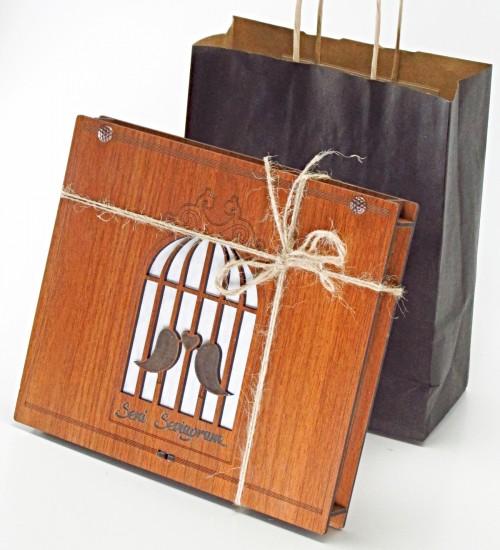 Seni Seviyorum Yazılı Aşık Kuşlar Figürlü Ahşap Kutulu Sevgiliye Hediyelik Lüks Çikolata