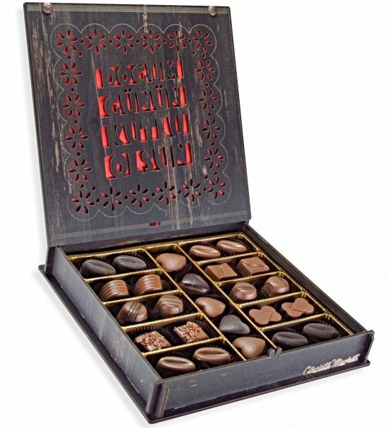 Doğum Günün Kutlu Olsun Yazılı Ahşap Kutulu Hediyelik Doğum Günü Çikolatası