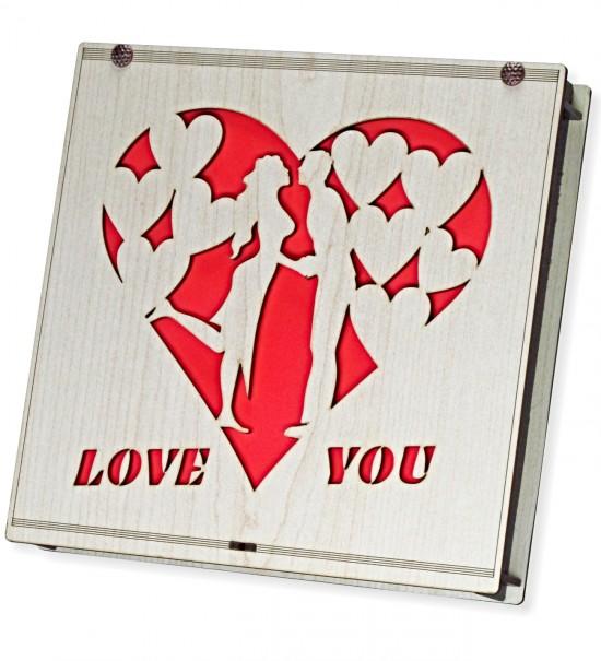 Love You Yazılı Sevgili Figürlü Ahşap Kutulu Sevgiliye Hediyelik Lüks Çikolata