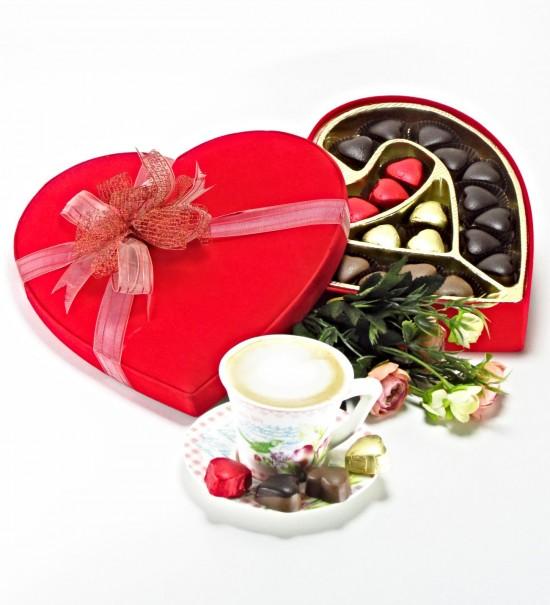 Kalpten Sevenler İçin Büyük Boy Kalpli Kutuda Kalpli Çikolatalar
