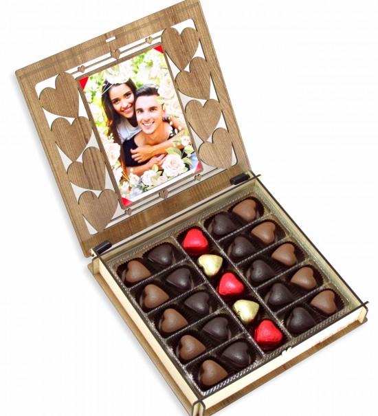 Kişiye Özel Ahşap Kutulu Fotoğraflı Kalpli Hediyelik Sevgili Çikolatası