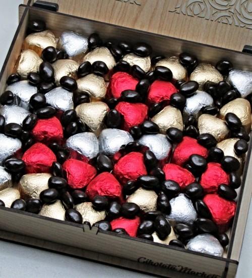 Kişiye Özel Ahşap Kutulu Kalpli Çikolatalı Drajeli Hediyelik Kız İsteme Çikolatası