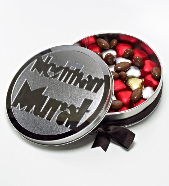 Kişiye Özel İsimli Yuvarlak Metal Kutulu Sargılı Antep Fıstıklı Kalpli Çikolata