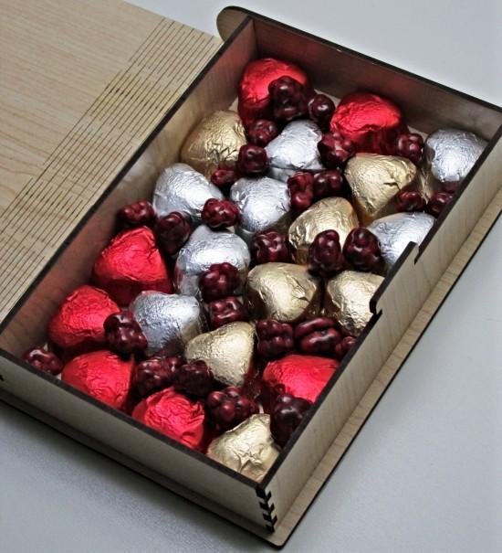 Yukarı Bak (UP) Filmine Özel Tasarlanmış Ahşap Kitap Kutulu Sevgiliye Hediye Kalpli Çikolata