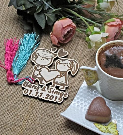 Sevgili Figürlü İsimli ve Tarihli Ahşap Nikah / Nişan / Düğün / Kına veya Doğum Magneti